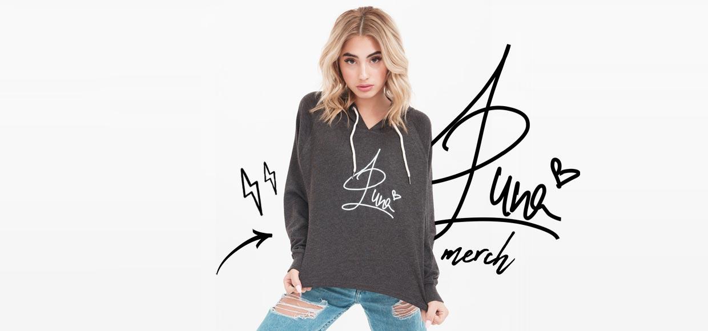 Influencer Brands - Sängerin und Social Star Luna mit Merchandise